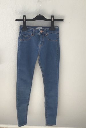 Enge Jeans, von Bershka, Größe 32