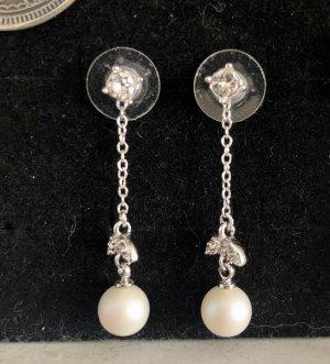 Kolczyk z perłą srebrny-w kolorze białej wełny
