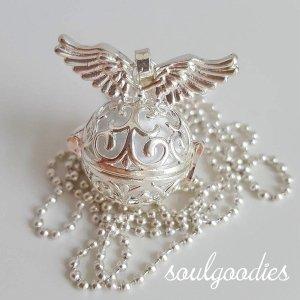 Collar blanco-color plata metal
