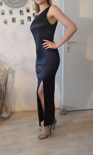 Enges dunkleblaues Kleid mit Schlitz