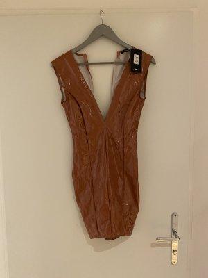 Enges Fashion Nova Kleid mit tiefem Ausschnitt