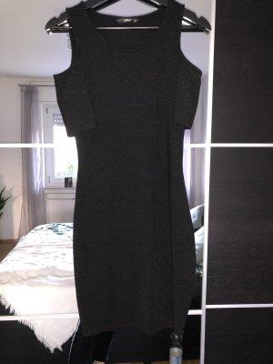 Enges Kleid mit Cut-Outs