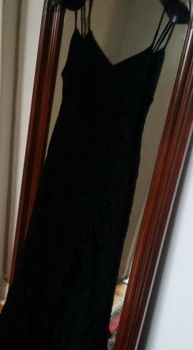 Enges Kleid mit Flamingo-Ausschnitt unten am Bein
