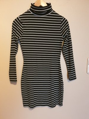 Enges Kleid mit Rollkragen - gestreift