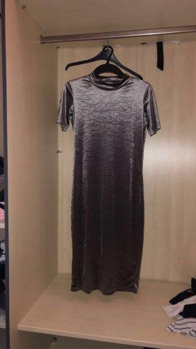 Enges Samt Kleid