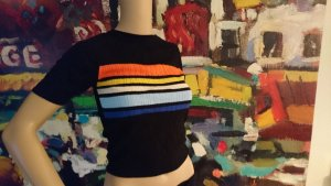 Enges Shirt im 90er style