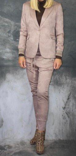 Elias Rumelis Costume business or rose