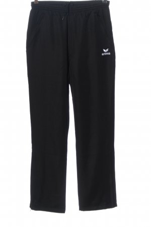 Erima pantalonera negro letras bordadas look casual