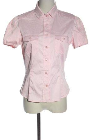 Escada Camisa de manga corta rosa look casual