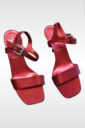 Escada Strapped Sandals red