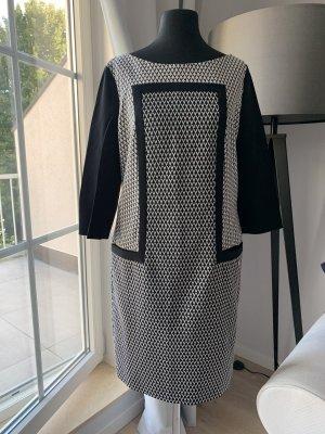 Escada Longsleeve Dress white-black