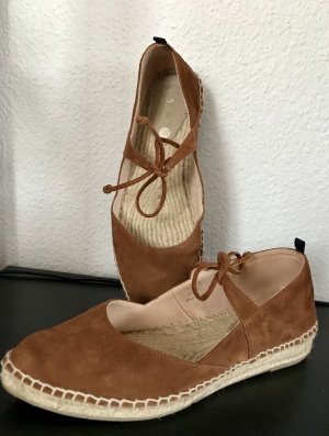 Boden Sznurowane buty brązowy