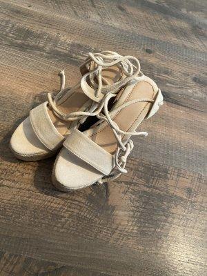 Espandrille Sandalen mit Beinband und Keilabsatz