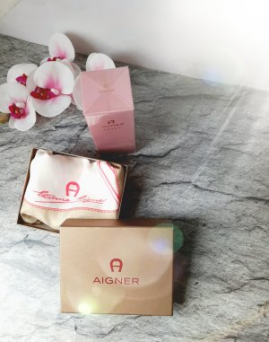 Etienne Aigner Seidentuch  carre', Creme/rose/gold, inklusive Box& Creme, Neu!