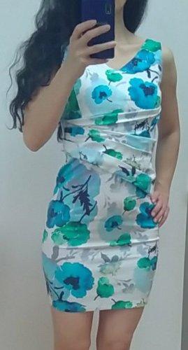 Etui Kleid mit blauen Blüten