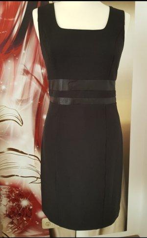 Ashley Brooke Robe fourreau noir