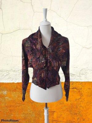 extravagante Bluse mit riesigem Kragen