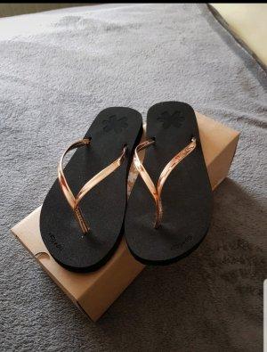 Instyle Sandalo toe-post nero-oro