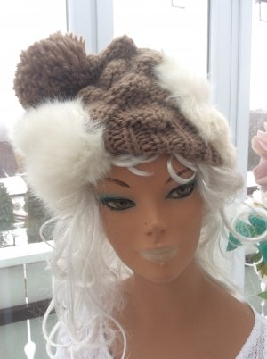 Handarbeit Knitted Hat light brown-natural white