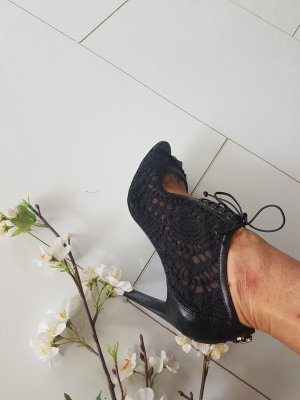Charles & Keith High Heels black