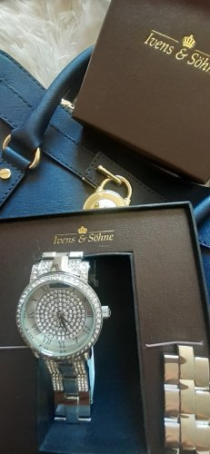 Extravagante Uhr***