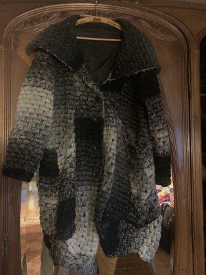Extravaganter  Wollmantel aus Italy