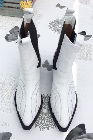 L37 Botines blanco-negro