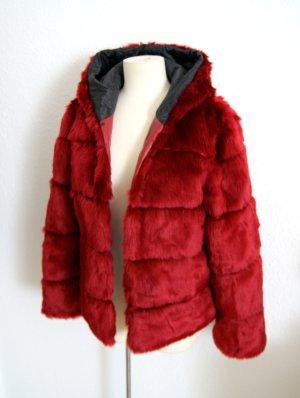 Fake Fur Jacke weinrot, Webpelz-Kapuzenjacke bordeaux, preppy 20er blogger