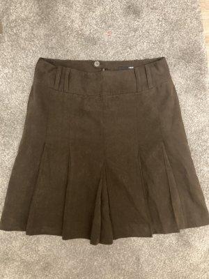 H&M Jupe à plis brun foncé