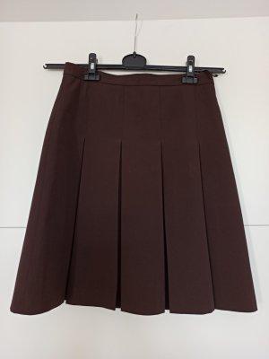 Miss H. Jupe à plis brun foncé