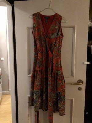 Farbenfrohes Seidenkleid