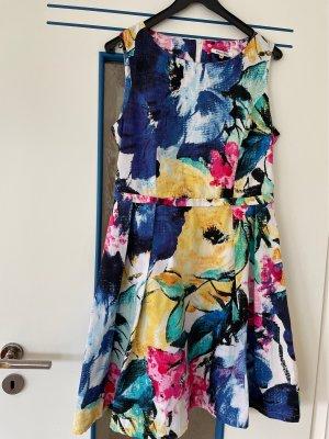 Farbenfrohes Sommerkleid ärmellos