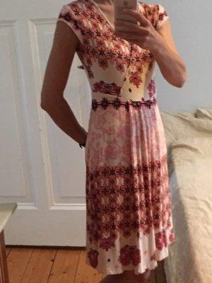 Farbenfrohes Sommerkleid, Surkana
