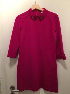 Farbintensives Kleid