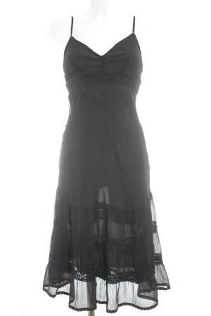 Fashion concept Fransenkleid schwarz schlichter Stil