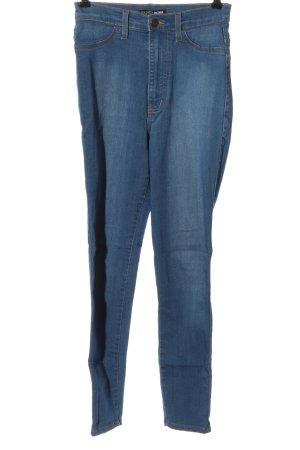 Fashion Nova Treggings azul look casual