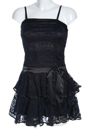 Robe en dentelle noir motif de fleur élégant
