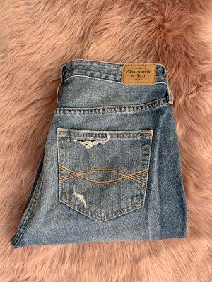 Fast neue Boyfriend Jeans von A&F, W28