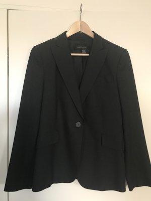 Fast schwarzer Blazer in A-Form