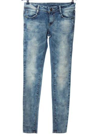 FB Sister Pantalón de cinco bolsillos azul look casual