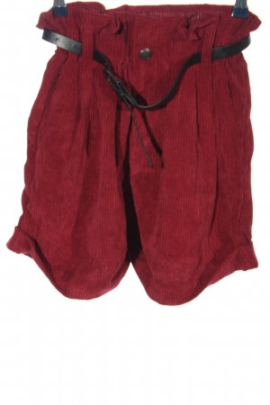 FB Sister Pantalón corto de talle alto rojo look casual