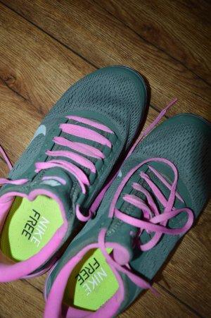 Federleichte Laufschuhe Gr. 40 von Nike Free