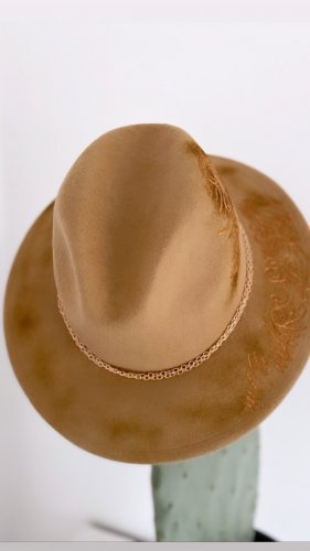 handmade with love Chapeau en feutre chameau