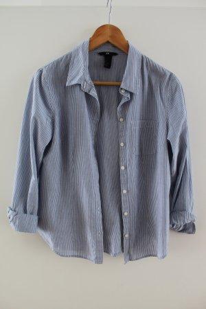 fein grau-weiß gestreifte Hemdbluse