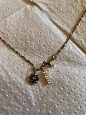 Feine rosenfarbene Halskette mit 3 Charms