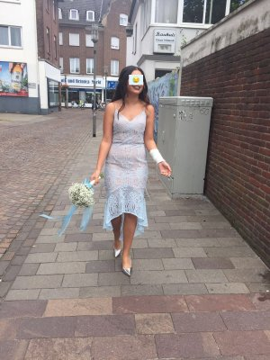 Feines besticktes Kleid