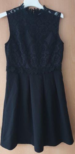 Feines schwarzes Kleid
