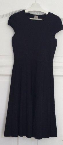 Feinstrick-Kleid mit Faltenrock,  Größe M