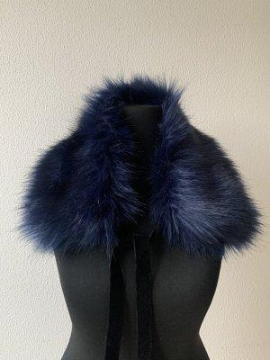 Caperuza azul oscuro