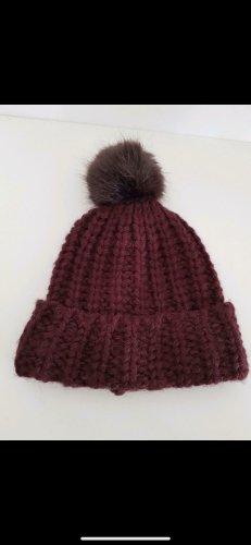 Cappello in pelliccia bordeaux